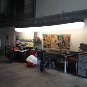 Tubulair Airstar utilisé pour l'éclairage d'un atelier technique