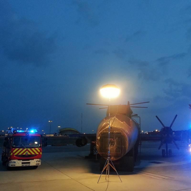 Trépied P500TA utilisé pour Sirocco 2M, pour travaux de maintenance aéroportuaires.