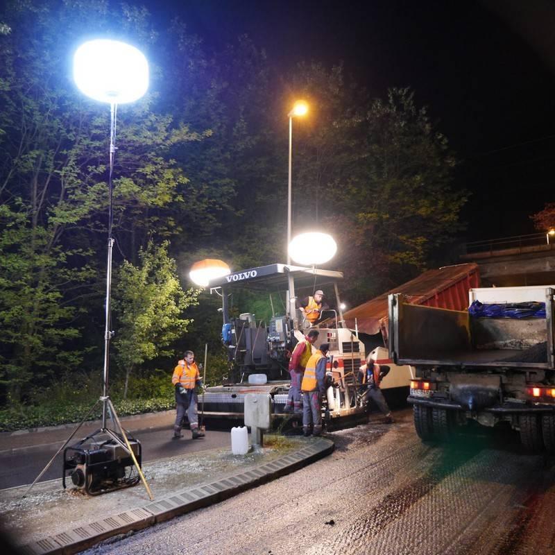 Perche P600TA déployée pour l'éclairage de travaux d'enrobé