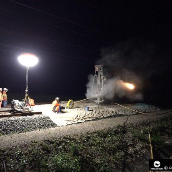 Travaux de nuit sur voie ferrée avec ballon éclairant Airstar Sirocco proposé par Prolutech