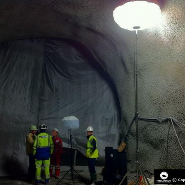 Eclairage travaux souterrains avec les ballons lumineux Airstar, distribués en France par Prolutech