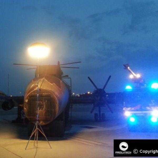 Eclairage de maintenance aeroport par un ballon éclairant Airstar Sirocco distribué par Prolutech