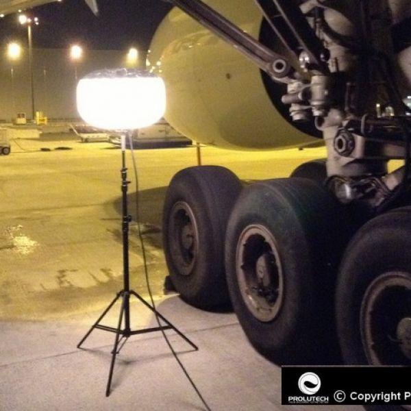 Eclairage maintennace aéroportuaire par le ballon éclairants Airstar Sirocco 2S 150w HI de Prolutech